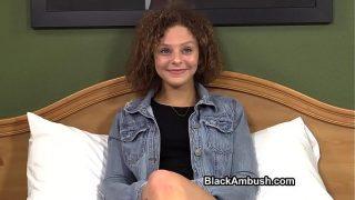 Meisje(18+) met strak lichaam krijgt een mega pik
