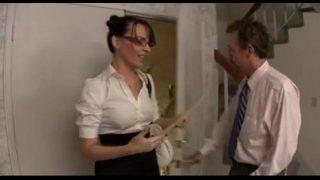 Mijn secretaresse is gewillig genoeg om haar kontje te laten neuken!
