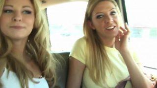 2 amateur meiden laten zien dat ze zuigen als echte hoeren