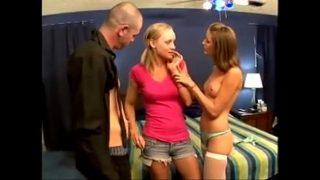 Hailey Young en Leah Wild Babysitter betrapt, hete trio is het gevolg