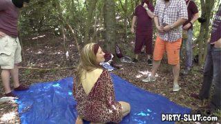 Sletje Nicole, dogging in de bosjes bij een sex parkeerplaats