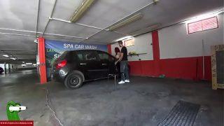 Stiekem neuken in de parkeergarage