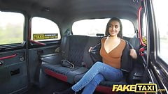 De taxichauffeur beloont met een heet spuit orgasme.