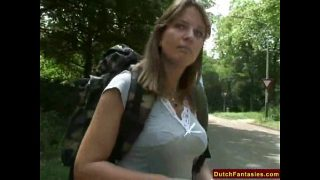 Een geile Nederlandse MILF geneukt in een parkje