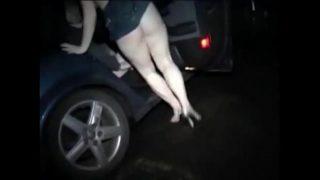 Geilen met een vreemde man op een sex parkeerplaats