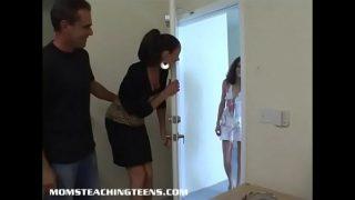 Milf Vanessa en haar man neuken een tienermeisje