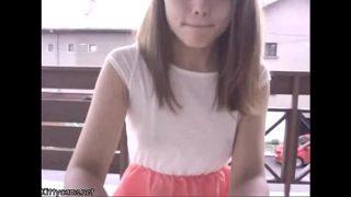 Super lekker tienertje stiekem opgenomen met haar webcam