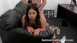 Mexicaans meisje in casting, doet het voor het eerst anaal!