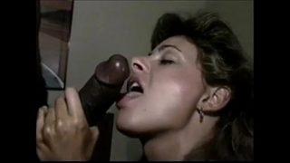 Man filmt zijn vrouw met haar eerste BBC!