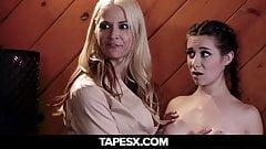 Pleegdochter verwend door haar lesbische moeders