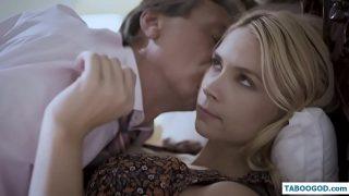 Perverse man neukt zijn vrouw en dan zijn zwangere dochter | Taboe